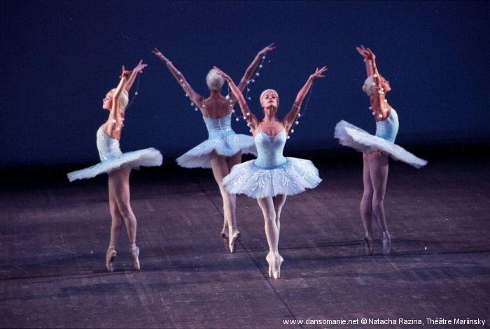 http://www.forum-dansomanie.net/pagesdanso/images/Mariinsky_Baden/casse_noisette_02.jpg